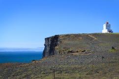 1927 χτισμένος φάρος της Ισλανδίας dyrholaey υψηλός κοντά στην πιό νοτηότατη στάση ακρωτηρίων σημείου Στοκ Εικόνες