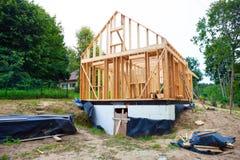 Χτισμένο ραβδί σπίτι κάτω από την κατασκευή στοκ εικόνες