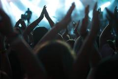 Χτύπημα του πλήθους στη συναυλία στοκ εικόνα με δικαίωμα ελεύθερης χρήσης