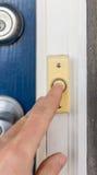 Χτύπημα του Doorbell στοκ εικόνα
