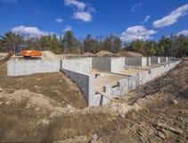 Οικοδόμηση ιδρύματος καινούργιων σπιτιών Στοκ Εικόνες