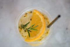 Χυμός από πορτοκάλι μιγμάτων λωτού, τοπ άποψη στοκ φωτογραφία