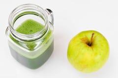 Χυμός από τη Apple, το αγγούρι και το μαϊντανό Στοκ εικόνα με δικαίωμα ελεύθερης χρήσης