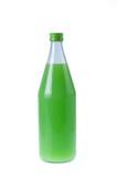 Χυμός γκοϋαβών στο μπουκάλι με το απομονωμένο λευκό Στοκ φωτογραφίες με δικαίωμα ελεύθερης χρήσης