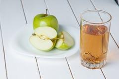 Χυμός και μήλα της Apple Στοκ εικόνες με δικαίωμα ελεύθερης χρήσης