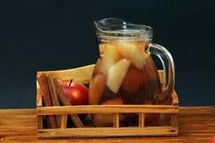 Χυμός κανέλας και μήλων Στοκ Εικόνες