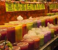 Χυμός νωπών καρπών στα πλαστικά φλυτζάνια Στοκ εικόνες με δικαίωμα ελεύθερης χρήσης