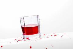 Χυμός που ανατρέπεται κόκκινος από το γυαλί Στοκ Εικόνα