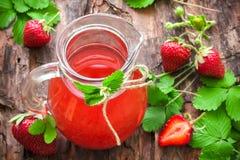 Χυμός φραουλών στοκ φωτογραφίες με δικαίωμα ελεύθερης χρήσης