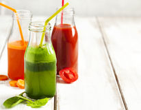 Χυμός φρούτων και λαχανικών στο μπουκάλι Στοκ Εικόνες