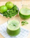 Χυμός Apple-σέλινου του Kale Στοκ φωτογραφία με δικαίωμα ελεύθερης χρήσης
