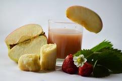 Χυμός Apple-φράουλα-μπανανών Στοκ εικόνες με δικαίωμα ελεύθερης χρήσης