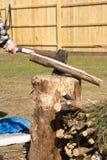 Χωρίζοντας ξύλο ατόμων Στοκ Εικόνες