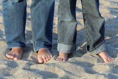 Χωρίς παπούτσια στην άμμο Στοκ φωτογραφία με δικαίωμα ελεύθερης χρήσης