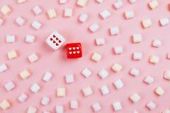 Χωρίστε σε τετράγωνα με τις καρδιές και τις σειρές του marshmellow Στοκ φωτογραφία με δικαίωμα ελεύθερης χρήσης