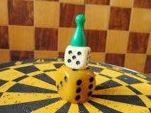 Χωρίστε σε τετράγωνα τον πύργο με τον αριθμό παιχνιδιού για την κορυφή με το υπόβαθρο πινάκων σκακιού Στοκ Φωτογραφίες