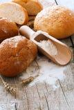 Χωριάτικοι ψωμί, σίτος και αλεύρι Στοκ φωτογραφία με δικαίωμα ελεύθερης χρήσης