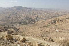 Χωριό και αγροκτήματα στην έρημο της Ιορδανίας στοκ εικόνα