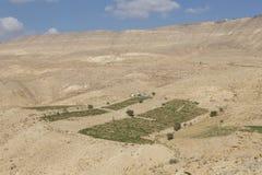 Χωριό και αγροκτήματα στην έρημο της Ιορδανίας στοκ φωτογραφία με δικαίωμα ελεύθερης χρήσης