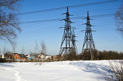 Χωριό και ηλεκτροφόρο καλώδιο Στοκ Εικόνες