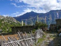 Χωριό και Annapurna 2 στα σύννεφα, Νεπάλ Julu Στοκ Εικόνες