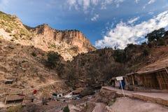 Χωριό κοντά στις πηγές δ ` Oum ER Rbia, άτλαντας, Μαρόκο Στοκ Φωτογραφία