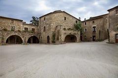 Χωριό Μεσαίωνα με το μεγάλο τετράγωνο στοκ φωτογραφία