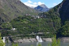 Χωριό στα βουνά στοκ εικόνα