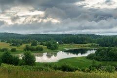 Χωριό στην όχθη ποταμού Στοκ Εικόνες
