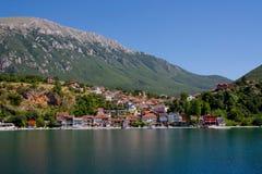 Χωριό στη λίμνη της Οχρίδας Στοκ Φωτογραφίες