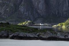 Χωριό στο πόδι ενός βουνού Στοκ φωτογραφίες με δικαίωμα ελεύθερης χρήσης