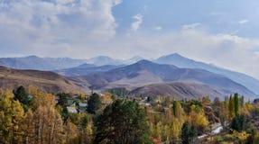χωριό της Σλοβακίας βουνών ποδιών στοκ φωτογραφία με δικαίωμα ελεύθερης χρήσης