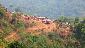 Χωριό φυλών Akha στο βουνό, Pongsali, Λάος απόθεμα βίντεο