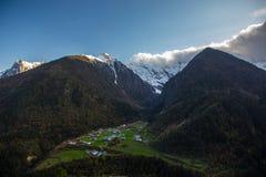 Χωριό Beng Yu στο βουνό χιονιού Meili Στοκ φωτογραφίες με δικαίωμα ελεύθερης χρήσης