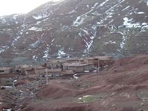 Χωριό Berber στα βουνά ατλάντων Μαρόκο Στοκ εικόνα με δικαίωμα ελεύθερης χρήσης