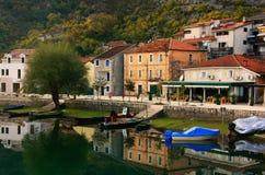 Χωριό Crnojevica στον ποταμό, Μαυροβούνιο στοκ εικόνα