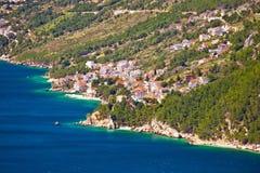 Χωριό Pisak κατά την άποψη ακτών riviera Makarska στοκ φωτογραφίες με δικαίωμα ελεύθερης χρήσης