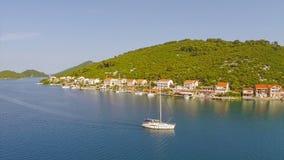 Χωριό Polace στο νησί Mljet, εναέριο απόθεμα βίντεο