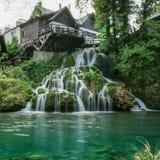 Χωριό Rastoke από έναν ποταμό Korana με τα ξύλινα σπίτια και έναν καταρράκτη, Κροατία στοκ φωτογραφίες