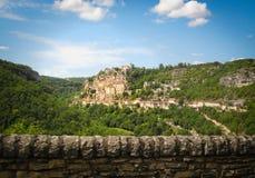 Χωριό Rocamadour που σκαρφαλώνει σε έναν απότομο βράχο, Γαλλία στοκ φωτογραφίες