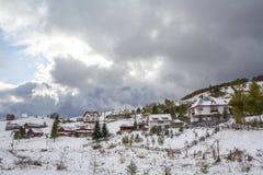 Χωριό Sirnea το χειμώνα στοκ φωτογραφίες