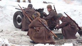Χωριό Sokolovo, περιοχή Kharkiv, της Ουκρανίας - 9 Μαρτίου: Αναδημιουργία της μάχης του δεύτερου παγκόσμιου πολέμου κοντά απόθεμα βίντεο