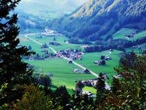 Χωριό Starkenbach στην περιοχή Toggenburg και στην κοιλάδα ποταμών Thur στοκ φωτογραφίες με δικαίωμα ελεύθερης χρήσης