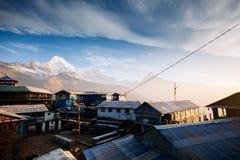 Χωριό Tadapani Βουνά περιοχής Annapurna στα Ιμαλάια του Ν Στοκ εικόνες με δικαίωμα ελεύθερης χρήσης