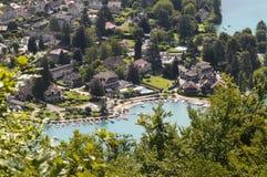 Χωριό Talloires στη λίμνη του Annecy, Γαλλία Στοκ Εικόνα