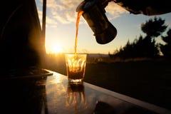 Χύνοντας καφές ξημερωμάτων Στοκ Εικόνα