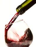 χύνοντας κόκκινο κρασί Στοκ φωτογραφία με δικαίωμα ελεύθερης χρήσης