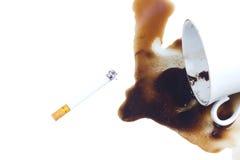 χύσιμο καφέ τσιγάρων Στοκ φωτογραφία με δικαίωμα ελεύθερης χρήσης