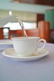 χύστε το τσάι Στοκ εικόνα με δικαίωμα ελεύθερης χρήσης