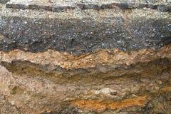 Χώμα την άσφαλτο που διαβρώνεται κάτω από Στοκ εικόνες με δικαίωμα ελεύθερης χρήσης